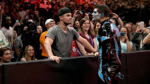 Stardust and Stephen Amell are unimpressed.