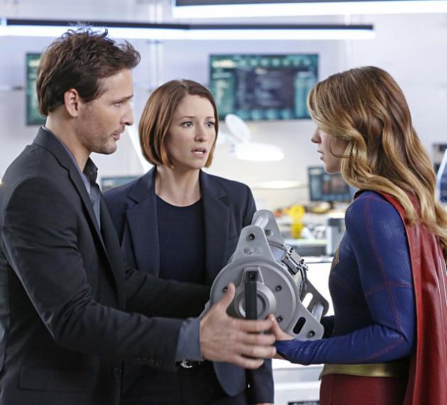 Hank Henshaw giving orders in Supergirl Episode 5!