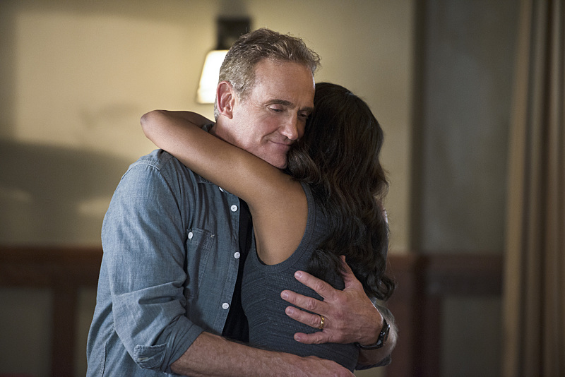 Henry Allen brings the hugs in The Flash Episode 7.
