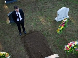 Who's in the Grave in Arrow Season Four??