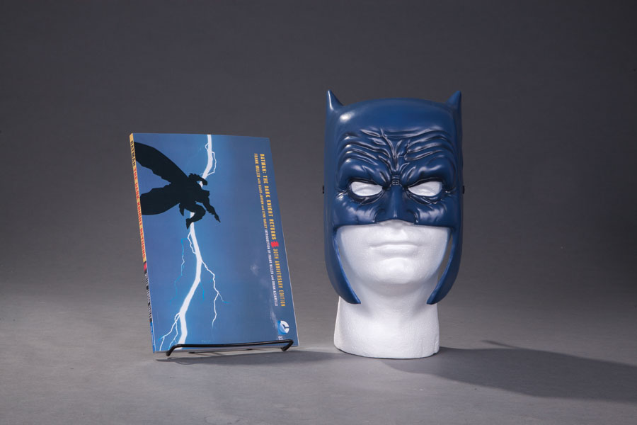 Batman the Dark Knight Returbs Book and Mask Set