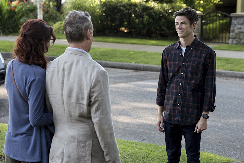First Batch of Images from The Flash Season 3 Premiere!