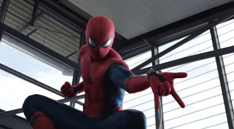 Spider-Man: Homecoming's Tom Holland Is Certian Spider-Man Can Beat Batman